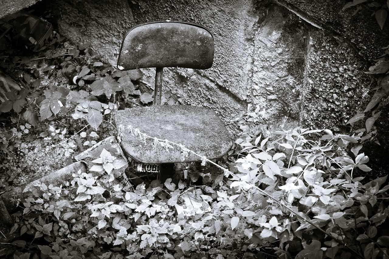 Schreibtischstuhl in freier Natur