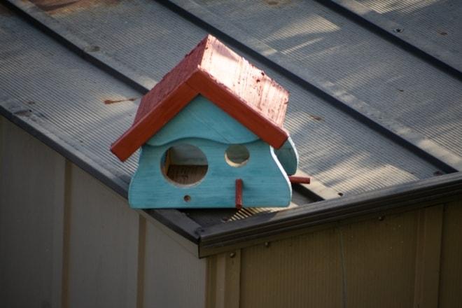 Vogelhäuschen im Garten
