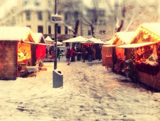 Untrennbar verbunden — Weihnachtsmarkt und Glühwein
